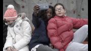 filmstill_-_a_deux_doigts_le_monde.png